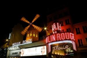 Moulin Rouge es uno de los lugares para visitar en Paris