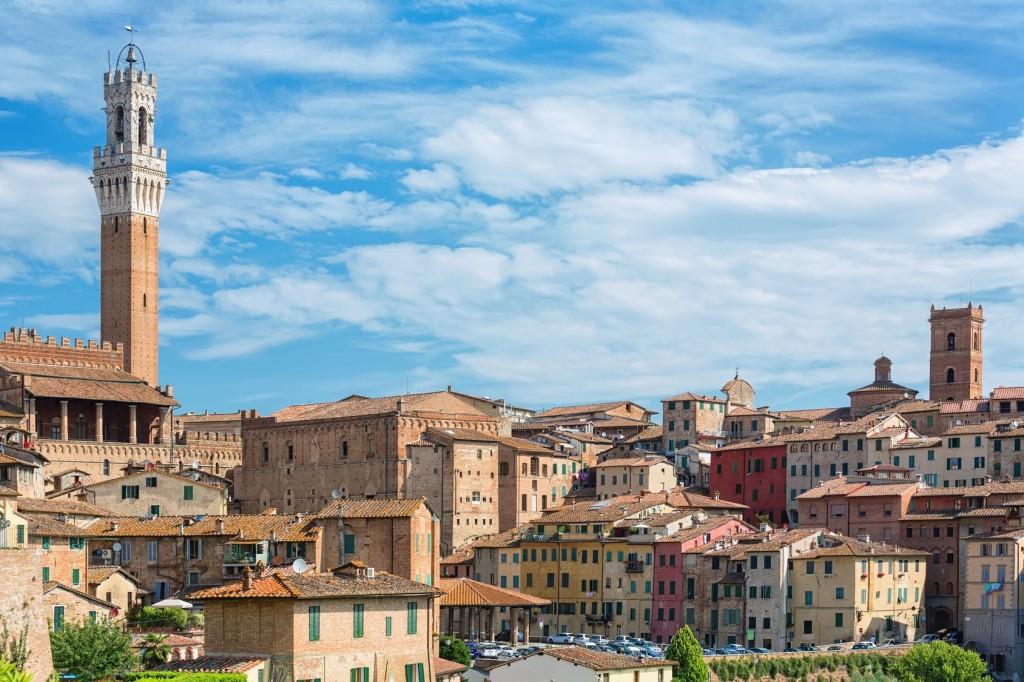 Siena, ciudad medieval entre paisajes toscanos